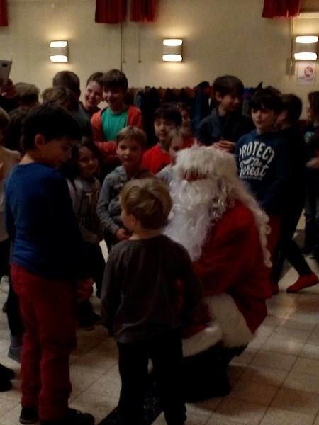 フランス語でノエルの意味はクリスマス。プレゼントの相談の会話集