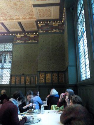 ヴィクトリア&アルバート博物館のカフェはモリス、ギャンブルルーム?