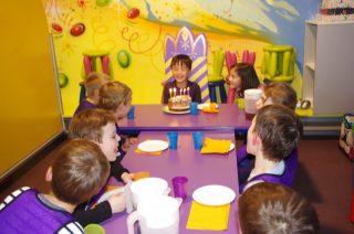 フランスでの誕生日の祝い方。この日は、クロワッサンを振舞う日!