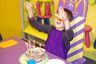 フランス語で誕生日おめでとう!はどう書くの?小粋なメッセ-ジ集