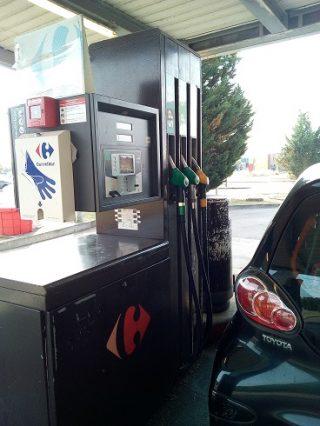 フランスのガソリンスタンドで給油する方法。セルフ(無人)の場合