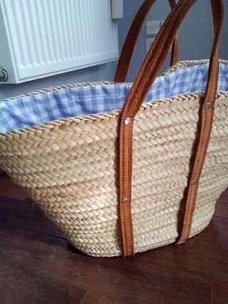 かごバッグは大人のおしゃれに大活躍!フレンチシックで便利な使い方。