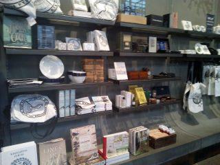 ロンドンの自然史博物館で買えるお土産は?意外とシャレてるグッズあり