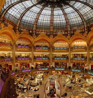 パリのデパートの営業時間の一覧表!それぞれを比較してみました!